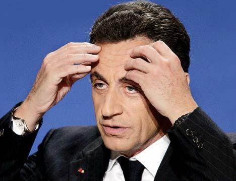 Ne tirez plus sur le pianiste... c'est l'homme politique (ou politicien) qui prend les pruneaux sociaux, de nos jours...