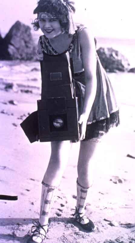 Les tenues modernistes de la prime jeunesse des années 1920...