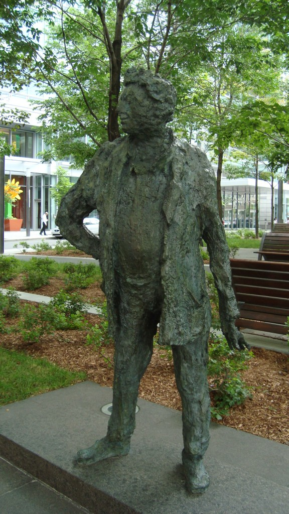 LE GRAND JEAN-PAUL, sculpture (portrait de Jean-Paul Riopelle) de la sculpteure française Roseline Granet (2003). Photo: la Lettrée Voyageuse