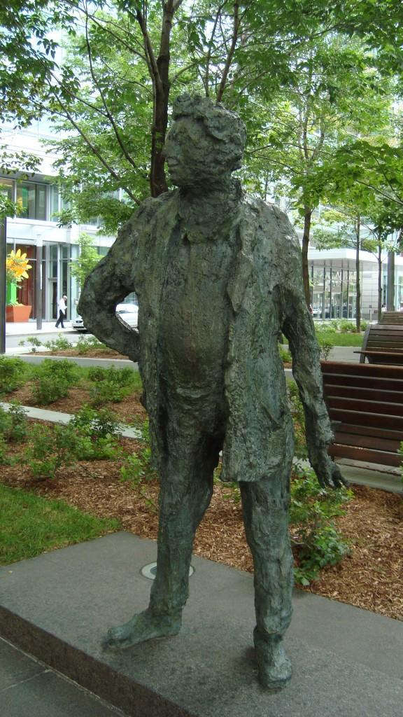 LE GRAND JEAN-PAUL, sculpture (portrait de Jean-Paul Riopelle) de la sculpteure française Roseline Granet (2003). Photo: la Lettrée Voyageuse