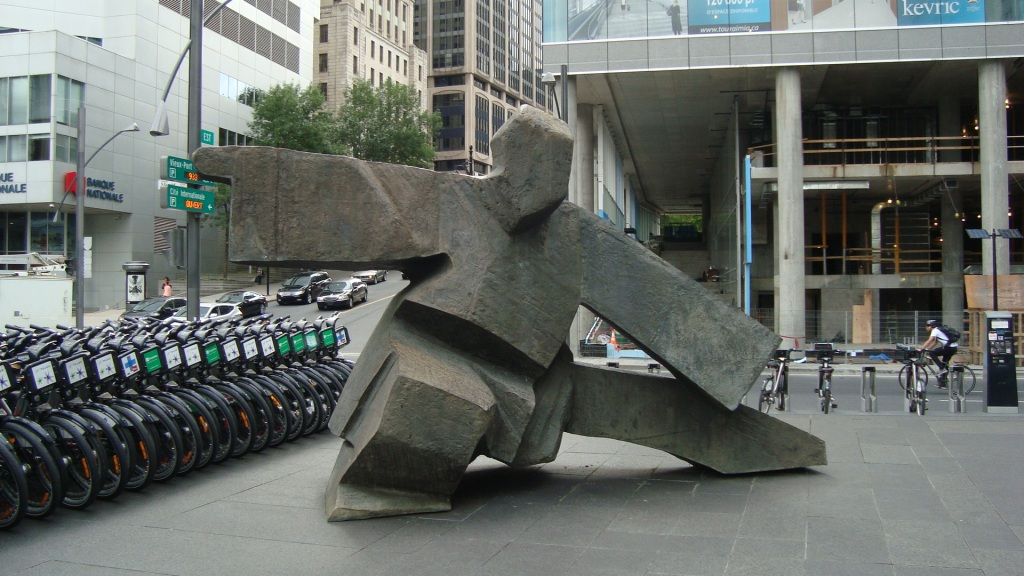 Le SIMPLE FOUET EN TAI CHI du sculpteur Ju Ming. Photo: la Lettrée Voyageuse