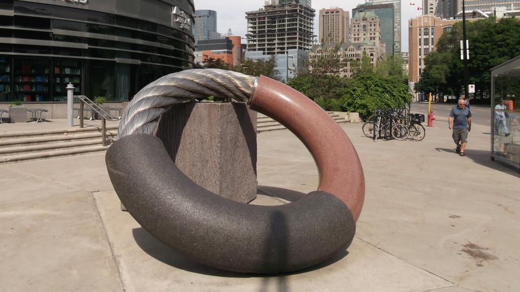 ANNEAU ET CUBE de Roger Gaudreau (2004) - Photo: Allan Erwan Berger (2014)