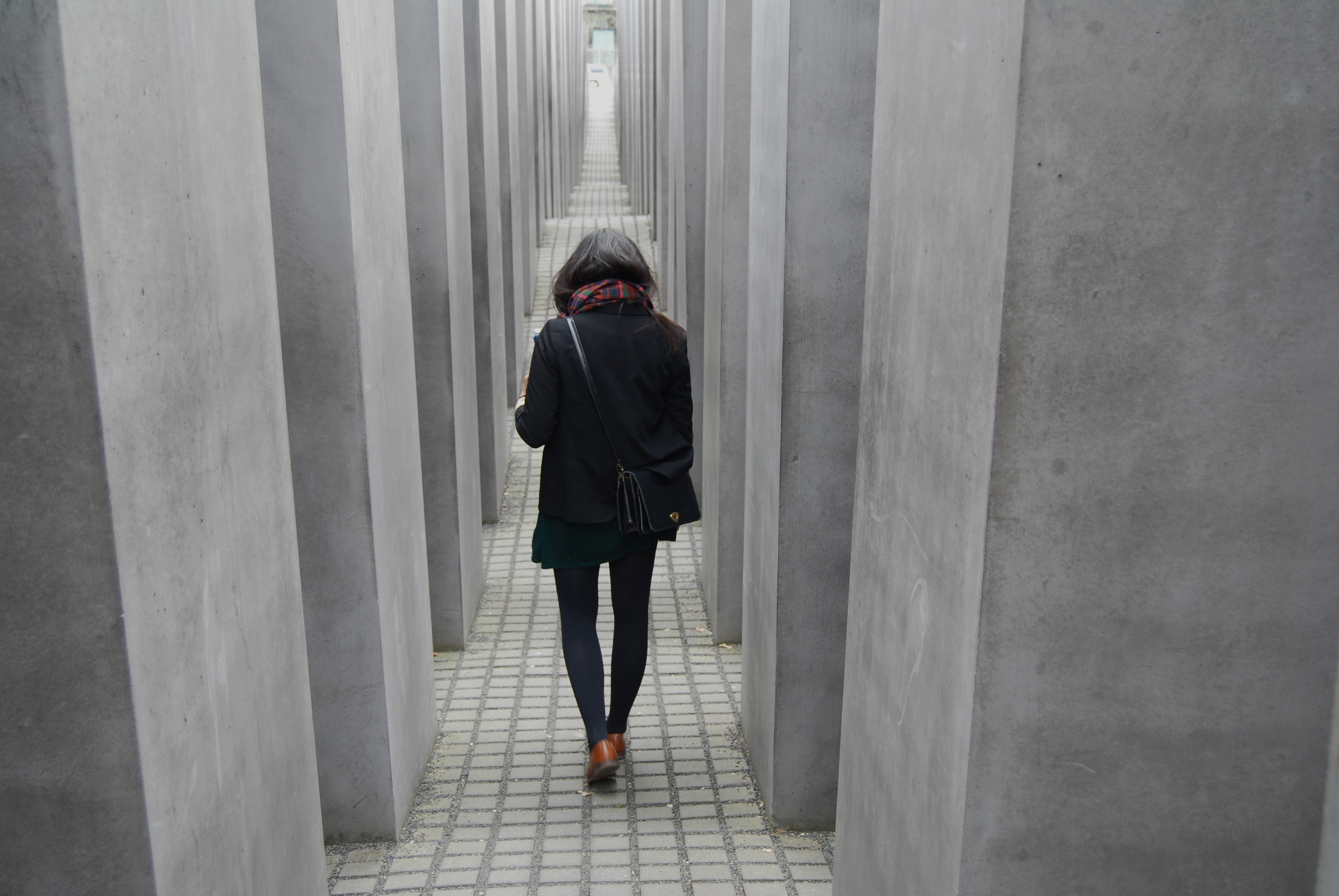 Les st?les les plus hautes du M?morial de l?Holocauste font environ seize pieds (4 m?tres 80) de haut
