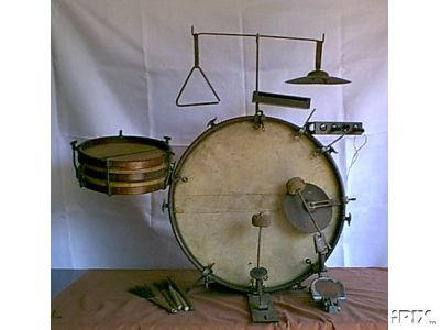 old-rusted-drum-set-b