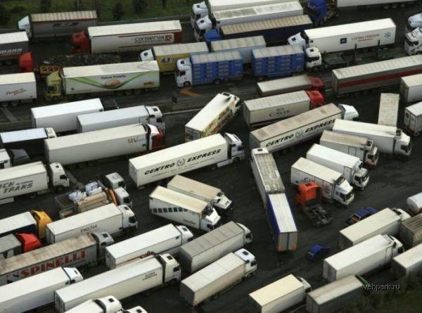 Traffic-jam-of-trucks-2