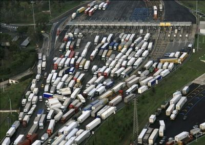 traffic-jam-of-trucks