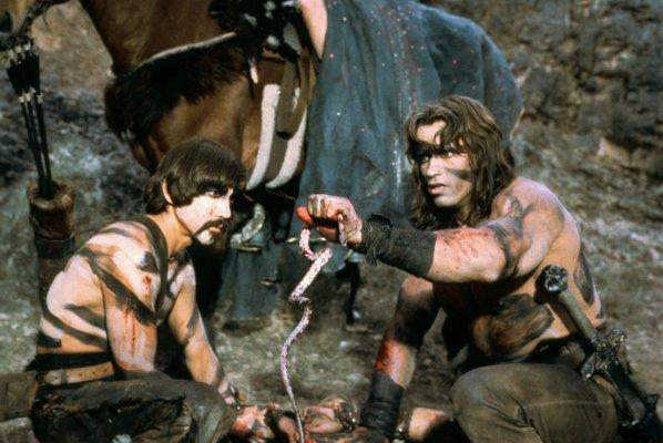 Subotai l'Hyrkanien (joué par Gerry Lopez) et Conan le Barbare (joué par Arnold Schwarzenegger)