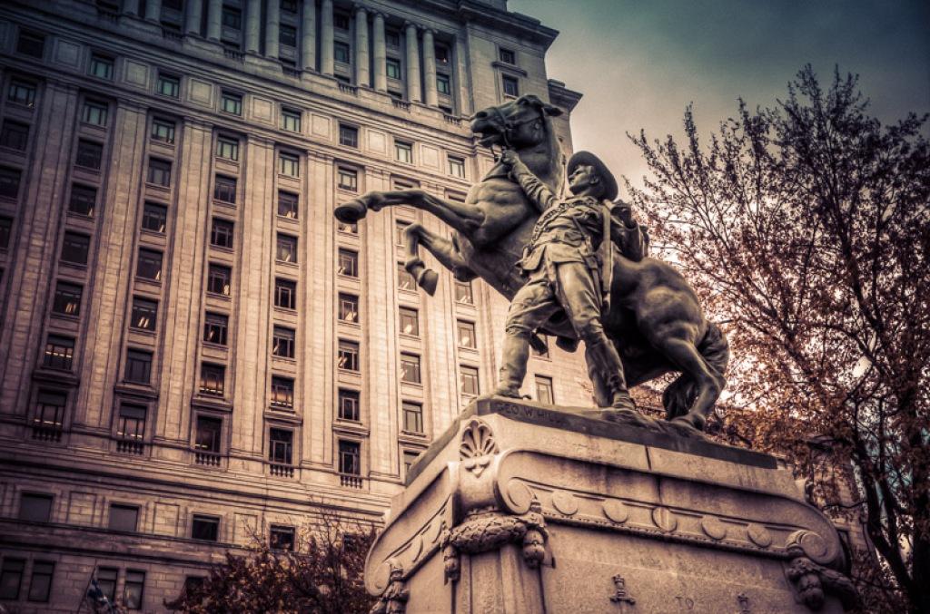 Chialons en chœur contre les vieilles statues commémoratives iniques: le MONUMENT AUX HÉROS DE LA GUERRE DES BOERS (1907), à Montréal